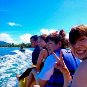 石垣島バナナボートでマリンスポーツ遊び
