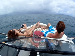 ボートを貸切してのんびりしています。
