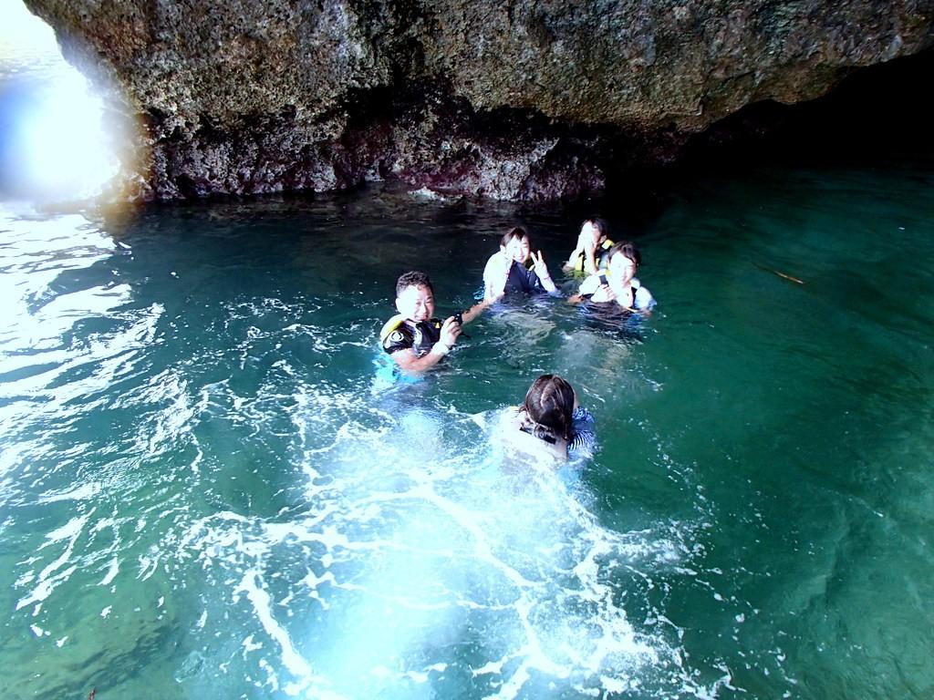 青の洞窟へ飛び込み