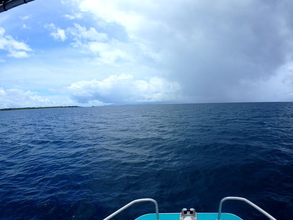 幻の島へ向け出航