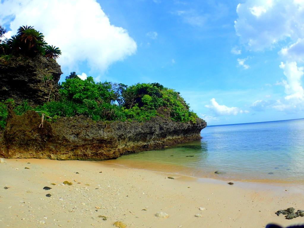 青の洞窟のビーチ